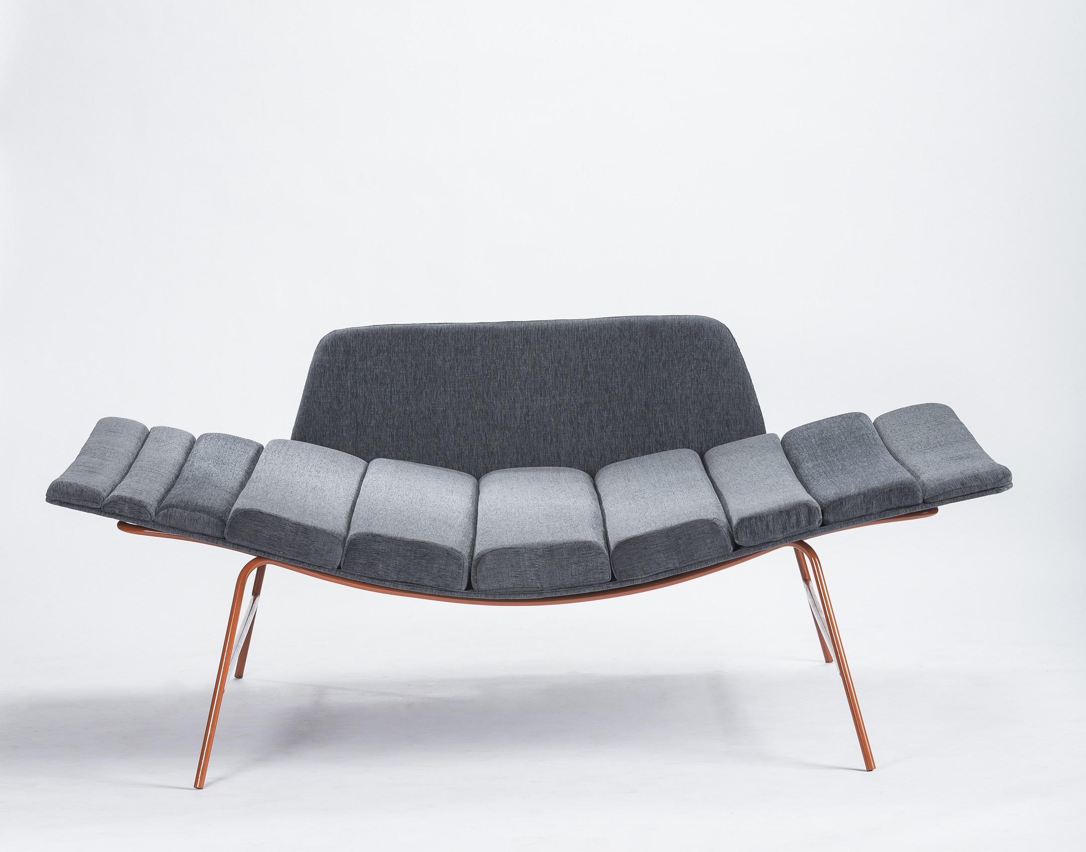 La línea Capas rompe con el formato tradicional de sillones para descanso con materiales y formas no convencionales (Diseño Cristián Mohaded  Springwall).