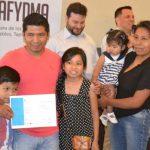 Entrega de certificados de aprobación de cursos en sede Cañitas de CAFYDMA