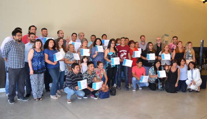 Entrega de certificados de aprobación de cursos en sede Cañitas